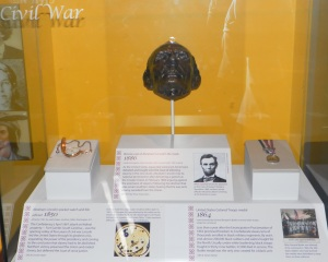 Lincoln life mask in Smithsonian
