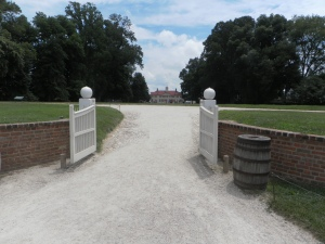 Mount Vernon front gate